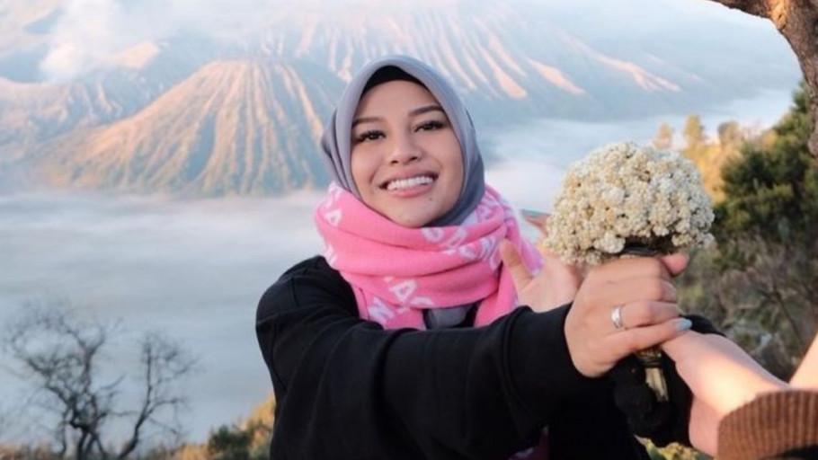 7 Gunung Indonesia dengan Pemandangan Bunga Edelweis