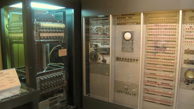 Komputer Pertama Cambridge - MIT